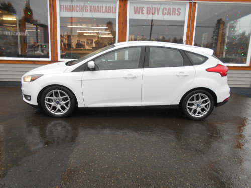 Pre-Owned 2015 Ford Focus SE 5-door